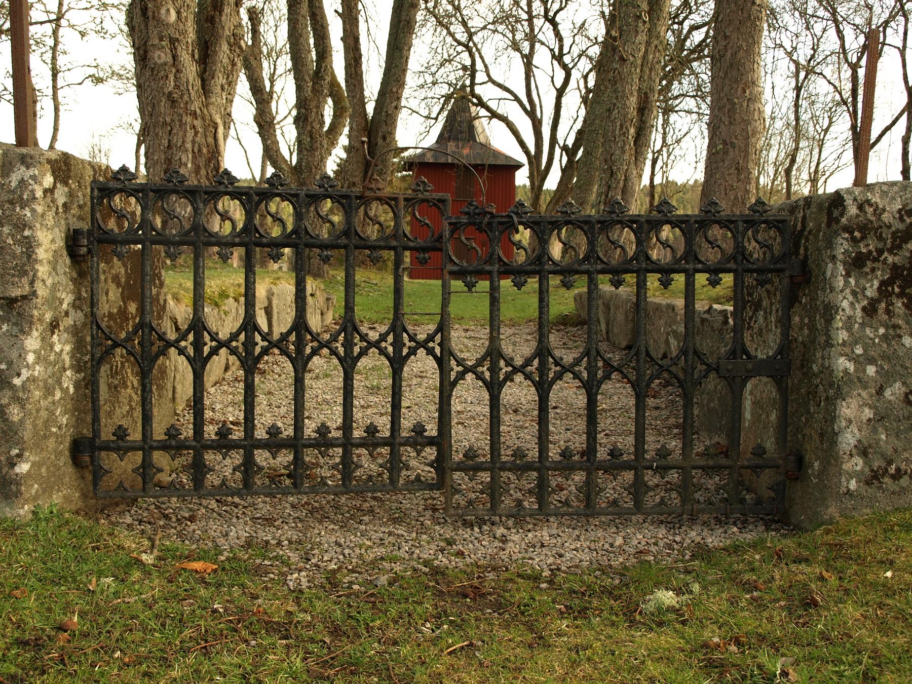 Begravningsplatsen från den medeltida kyrkan vid Lommeland finns kvar vid Lommelanda kulle. Foto: Bodil Andersson, Østfoldmuseene Halden historiske Samlinger.