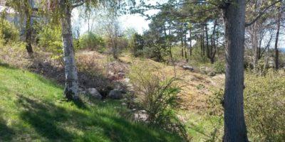 Foto av vad som finns kvar av Strömstads stadsmur.